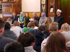 Teilnehmer der Multireligiöse Feier; Quelle: ekihd